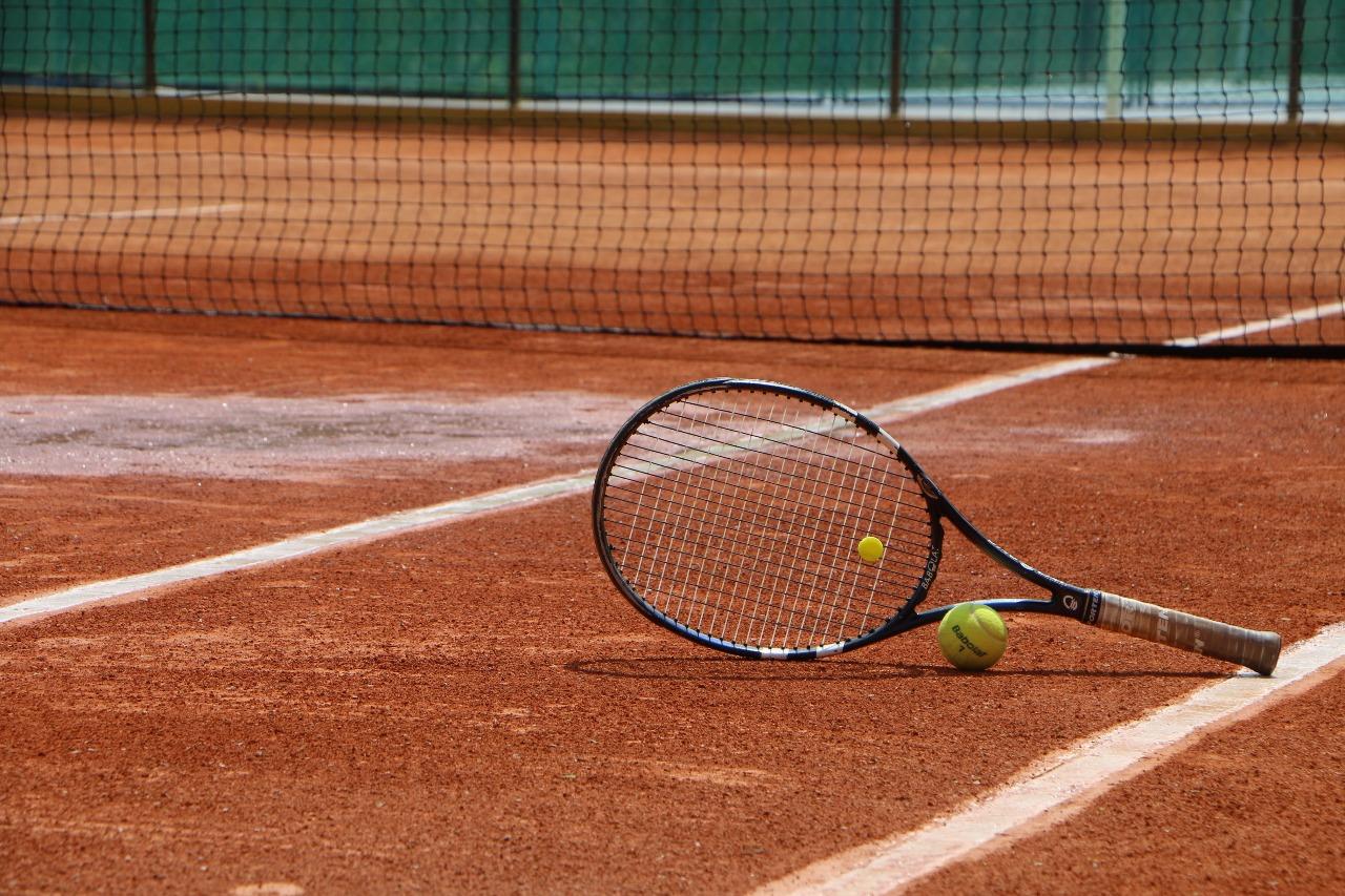 Tênis de Quadra é um esporte completo